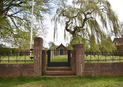 Leek, Joodse begraafplaats met hek en baarhuisje